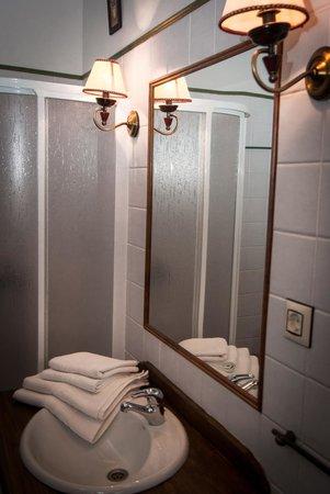 Casa Rural La Brecera: baño
