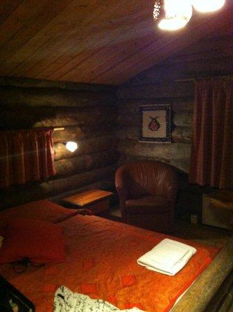 Kakslauttanen Arctic Resort : Log Cabin No.7 - Double Bed