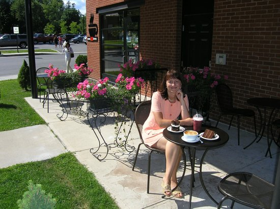 Tunnel City Coffee: Summer's outdoor seating
