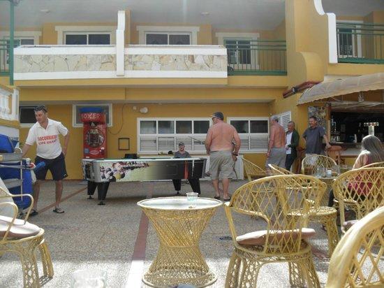 Caleta Garden : Area outside bar, gave you drinks in glasses