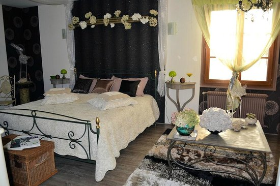 La Renaudiere : suite hortensia couchage kingsize