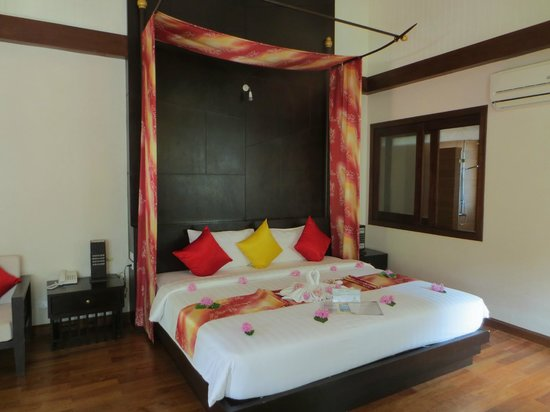 Aonang Phu Petra Resort, Krabi: Spacious bedroom