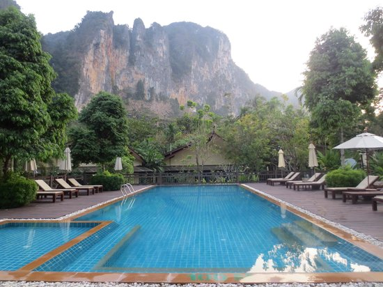 Aonang Phu Petra Resort, Krabi: Amazing pool and backdrop