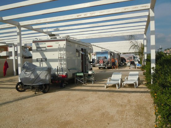 Camping Luminoso : Le piazzole
