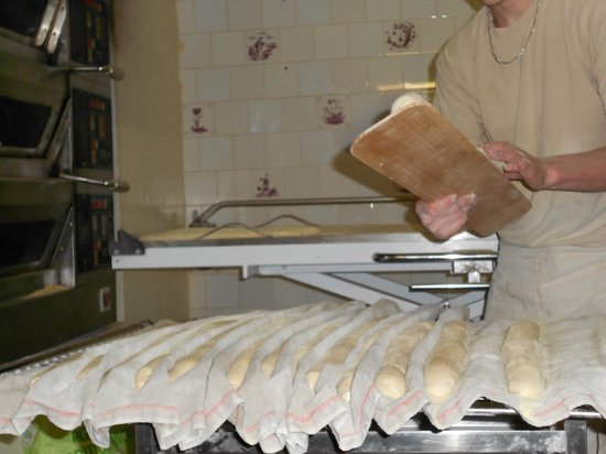 Meeting the French Tours: Making baguettes
