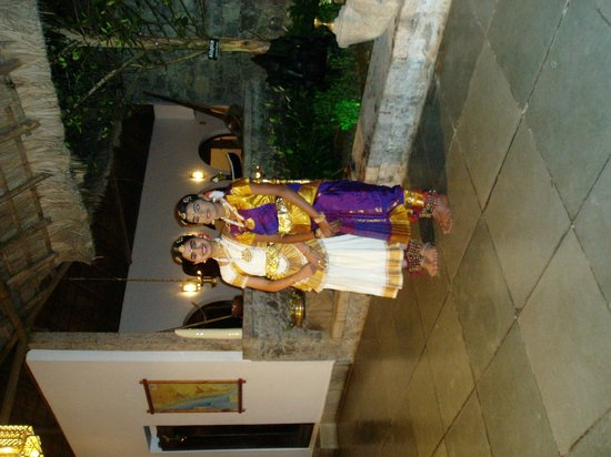 Shalimar Spice Garden - An Amritara Private Hideaway: the entertainment  of traditional dancing
