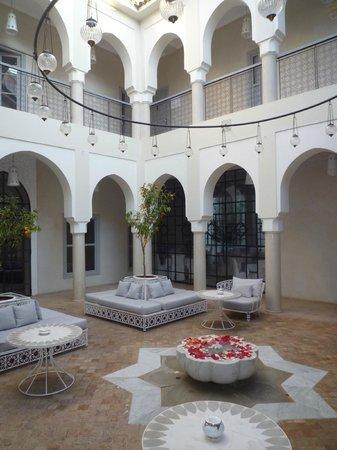 Riad Nashira & Spa : cour fontaine