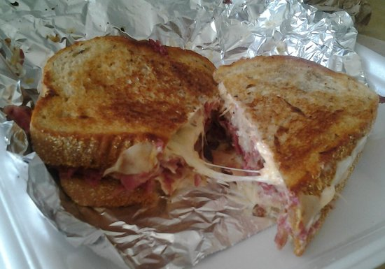 NY Bagels & Deli: Awesome Rueben, this pic doesn't do it justice!