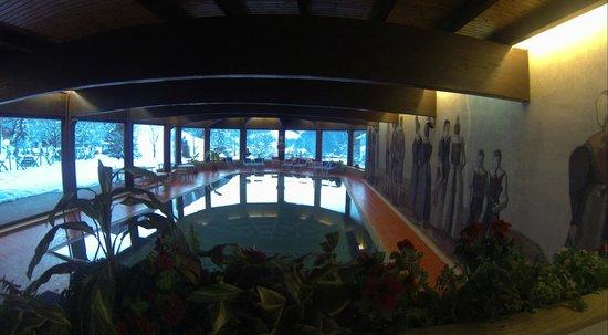Hotel Rodes : бассейн отеля
