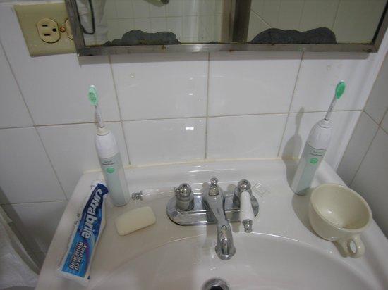 Grand Bahia Ocean View Hotel: No hot water supply in faucet of bathroom sink