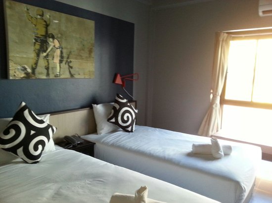 Chalong Sea Breeze: Simple Clean Bright room