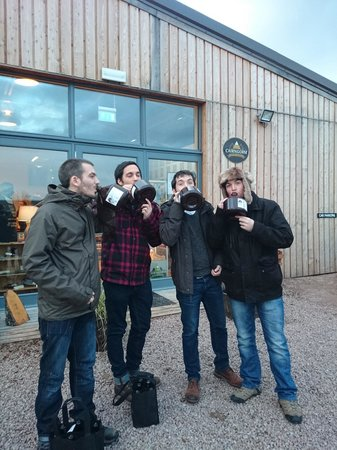 Cairngorm Brewery: Downing flagons outside