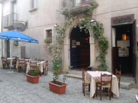 San Giorgio del Sannio, อิตาลี: La cantina del curato trattoria pizzeria braceria situata nel centro storico di san giorgio del