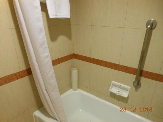 Holiday Inn Bangkok Silom: Salle de bain