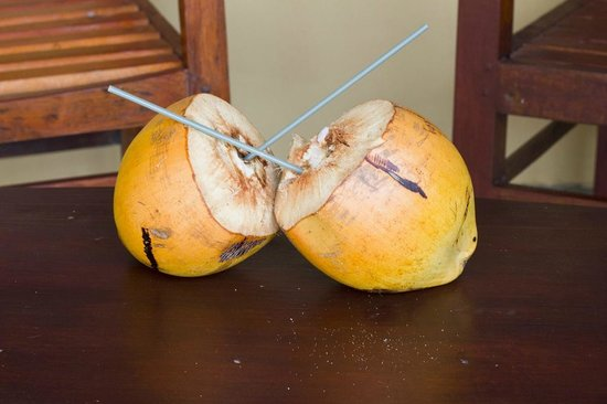 Club Koggala Village: Королевские кокосы.