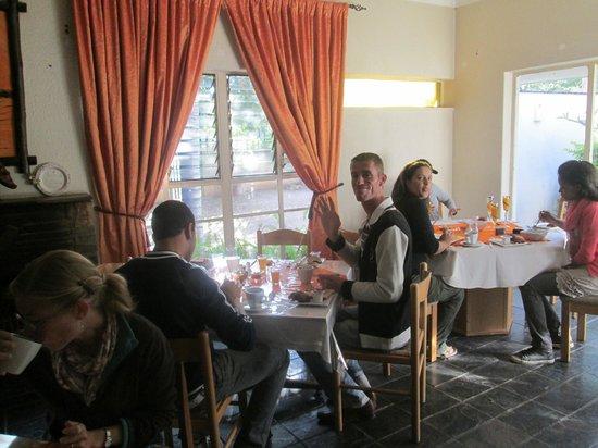 Airport Modjadji Guesthouse : dining room