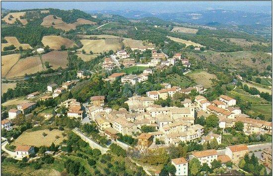 Valfabbrica, Italy: Casacastalda Veduta da Monte Serra
