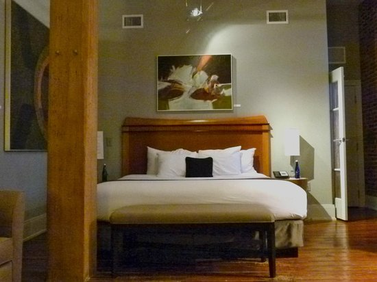 Lancaster Arts Hotel : High ceilings, exposed brick, original art, and LARGE!