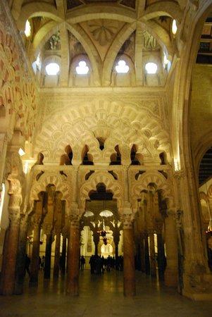 Mezquita-Catedral de Córdoba: La Macsura, ampliación de Alhaken.