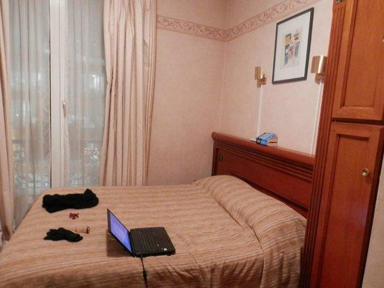 Hotel Au Royal Cardinal : Buen colchón y cómodas almohadas