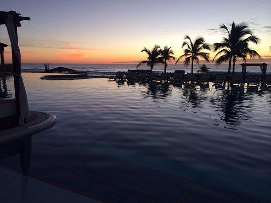 Hyatt Zilara Cancun: Morning poolside sunrise