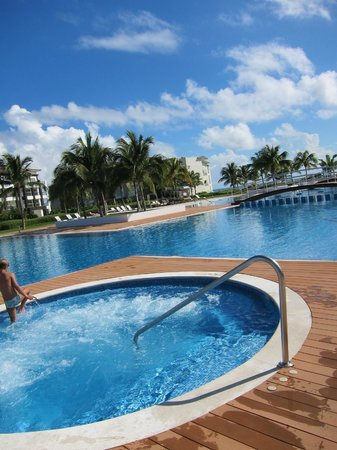 Pure Mareazul: piscina