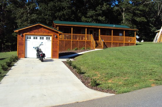 Copperhead Lodge: Cabin With Garage
