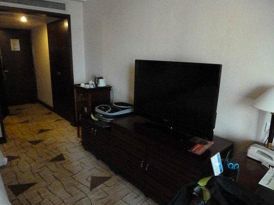 Howard Johnson Plaza Guiyang : Large TV