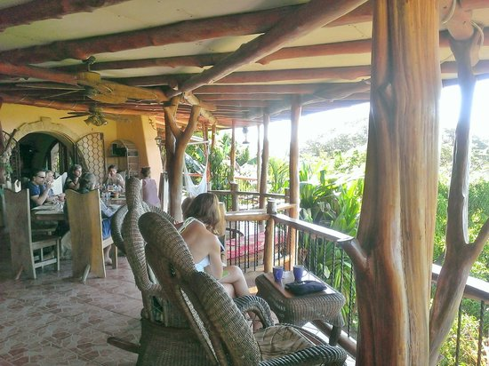Villa Mango: Covered patio with chairs and hammocks for relaxing