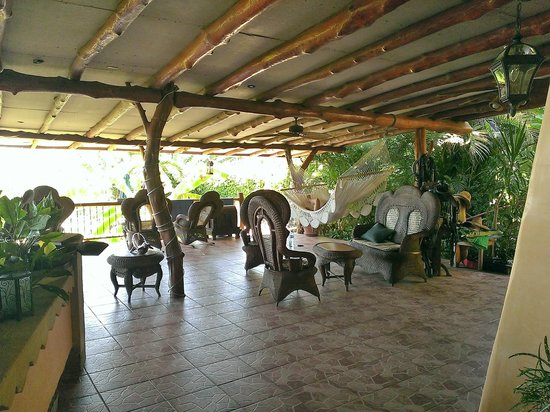 Villa Mango: Very large covered patio area for dining and relaxing