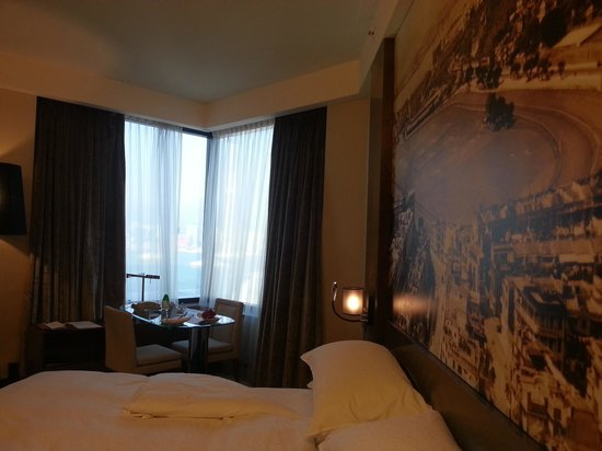 Harbour Grand Hong Kong: spacious and comfortable room