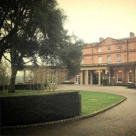 The Grove Hotel: The Entrance of The Grove