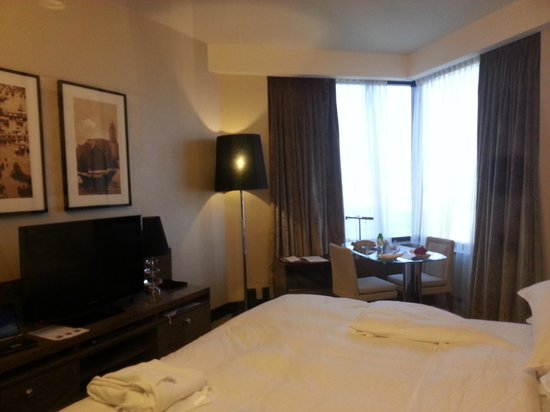 Harbour Grand Hong Kong: nice room with great views