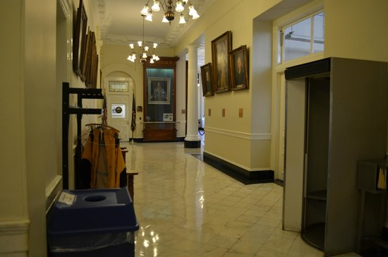 New Hampshire State House: Inside corridor