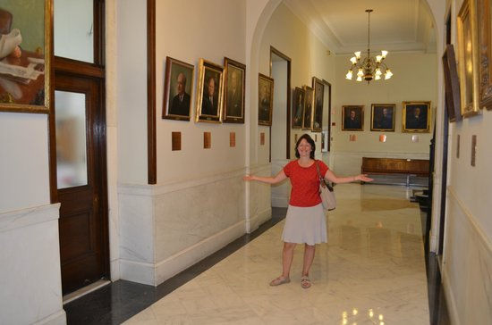 New Hampshire State House : Inside corridor