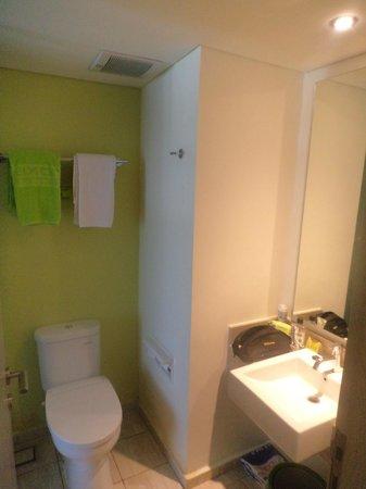 MaxOneHotels at Bukit Jimbaran : Bathroom