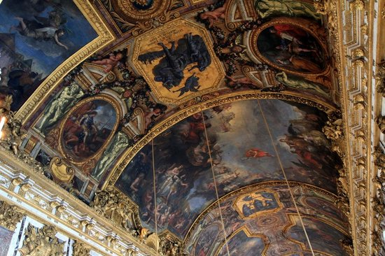 La Galerie des Glaces : The Hall of Mirrors