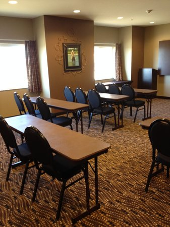 Microtel Inn & Suites by Wyndham Sidney : Meeting Space Classroom Seating