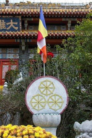 Tian Tan Buddha (Big Buddha): рядом с Большим Буддой