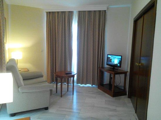BQ Andalucia Beach Hotel: Salón de la habitación