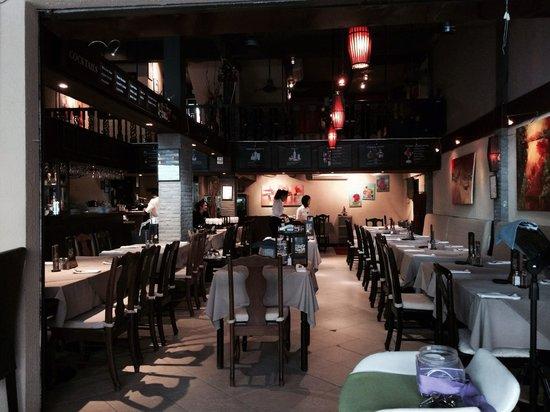 Two Chefs - Karon Beach: Restaurant inside