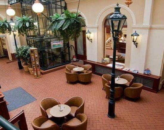 Rott Hotel: Холл