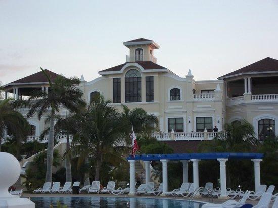 IBEROSTAR Laguna Azul: Back of hotel