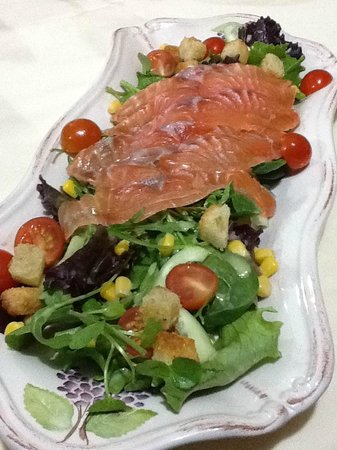 Oregano Restaurante: salmon salad