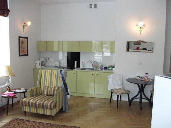 Crystal Suites: Kitchen area