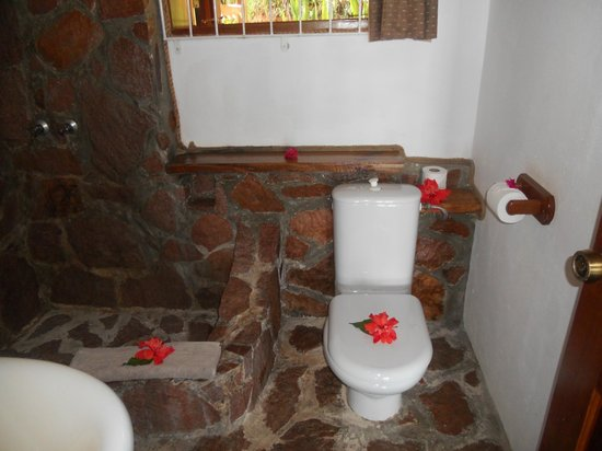 Colibri Guest House: bathroom 5