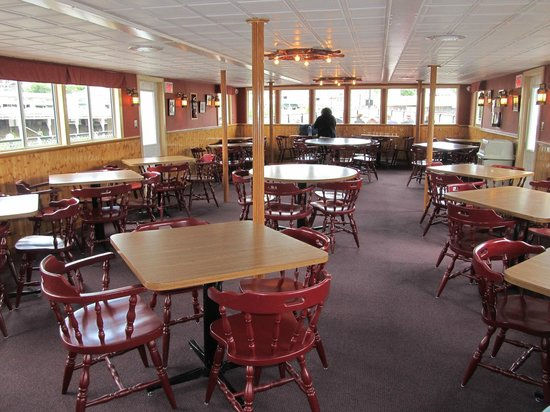 The M/S Mount Washington: Interior cafe