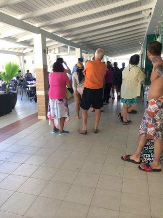 Sonesta Great Bay Beach Resort, Casino & Spa: Short line for the buffet.