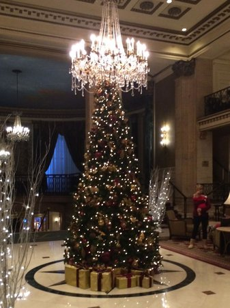 The Roosevelt Hotel: Roosevelt Lobby at Christmas