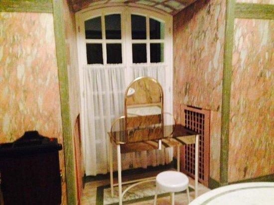 Chateau d'Artigny : Area specchio del bagno